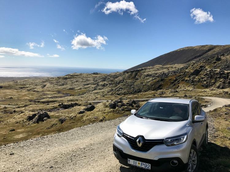 mit dem Auto unterwegs - Mobilität auf Island