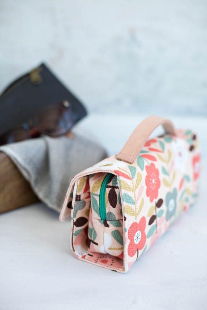 Mit Lederhenkel die RollUp Tasche aus der Taschenspieler 4 CD oder Ebook - Frühstück bei Emma zeigt ein Beispiel für den Sew Along