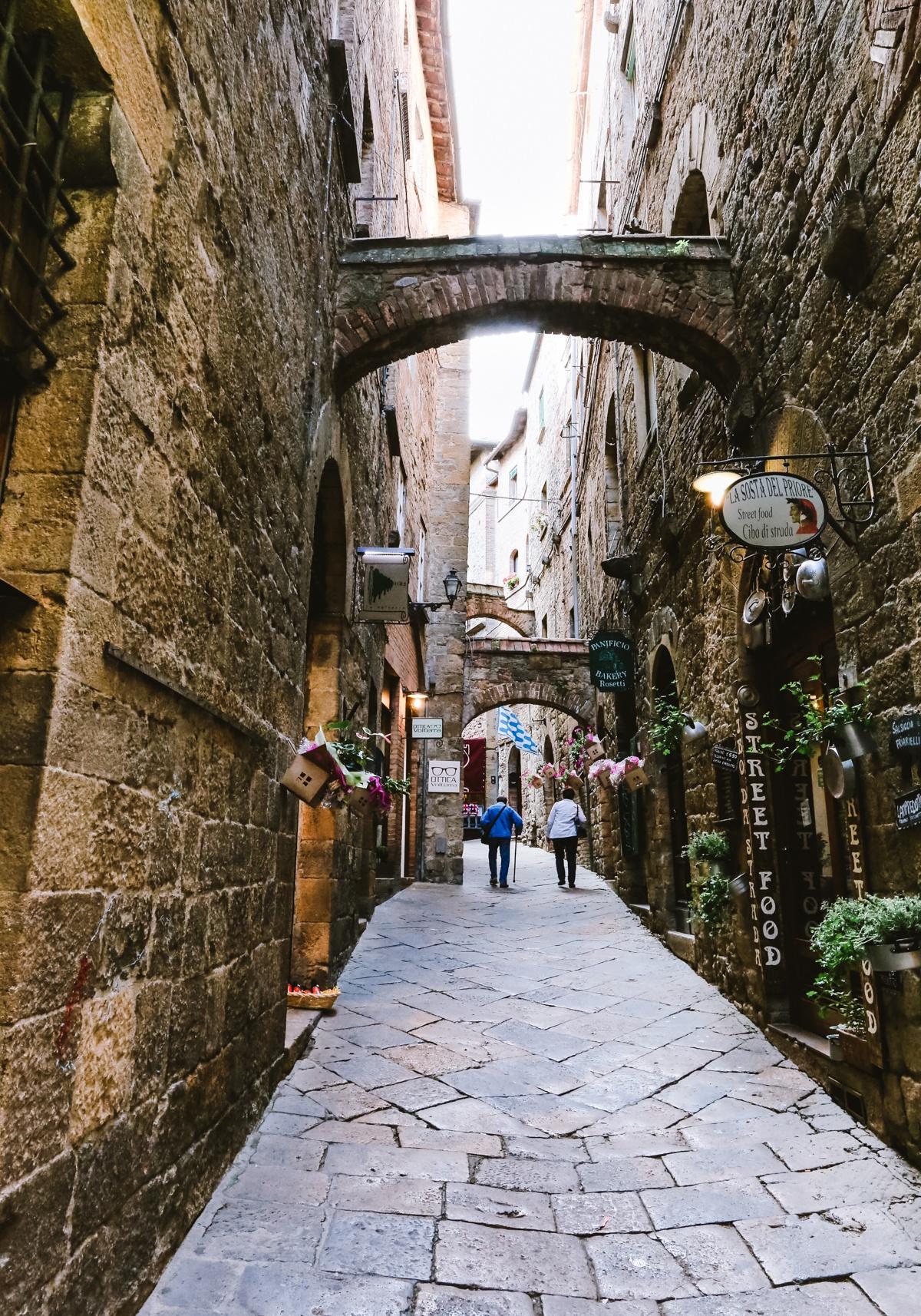 Frühstück bei Emma in der Toskana unterwegs Volterra Italien Reisen mit Kindern
