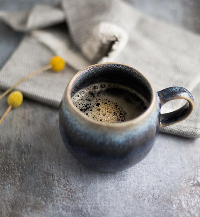 Kaffee und darüber nachdenken Wie zahlreich sind doch die Dinge
