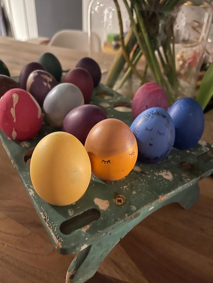 schöne Traditionen wie Ostereier färben
